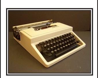 Olivetti Lettera 31 Manual Portable Typewriter
