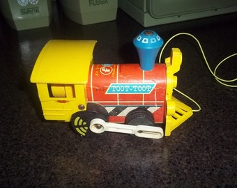 Vintage 1964 Fisher Price #643 train engine pull toy in wording order!