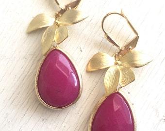Fuchsia Pink Teardrop Earrings with Gold Orchid. Pink Dangle Earrings. Bridesmaids Earrings. Jewelry Gift for Her. Drop Earrings.