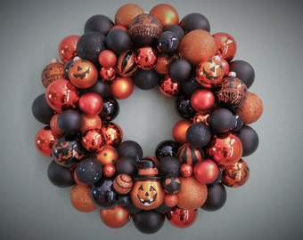HALLOWEEN Wreath TRADITIONAL Black and Orange Ornament WREATH