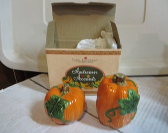 Vintage Autumn Salt and Pepper Set - Gourd and Pumpkin