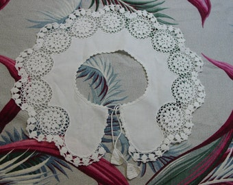 Pretty Vintage Large Collar, White with Fancy Crochet