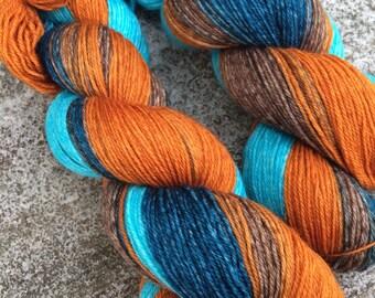 Hand dyed Yarn, Fingering yarn, Hand Painted Yarn, Gradient Dyed Yarn. Knitting Yarn, SW Merino yarn