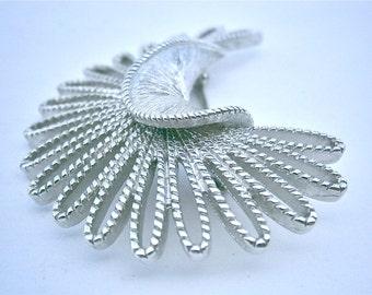 Vintage Atomic Silver Tone Brooch Monet Retro Design Loop Twist Brushed Textured Pin Mid Century Midcentury Crescent Shape Artsy Artistic