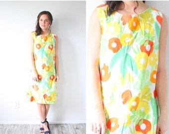20% OFF VALENTINES SALE Vintage yellow 70's floral dress // big flowers // summer floral dress // pastel floral dress // Easter dress // fal