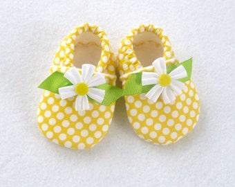 Crib Shoes / Baby Girl / Yellow Polka Dot