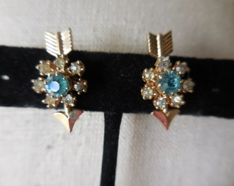 Vintage 1950s to 1960s Gold Tone Screw Back Earrings Non Pierced Small Arrows With Teal/Clear Rhinestones Unusual