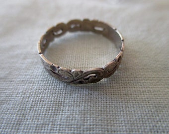 vintage sterling silver ring with flowers  -  size 5, band