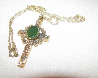 Jade gold filled unmarked vintage necklace. Substantial