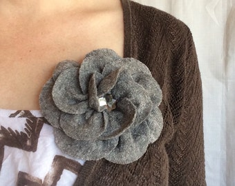 Heather grey brooch pin in wool and viscose fabric, handmade