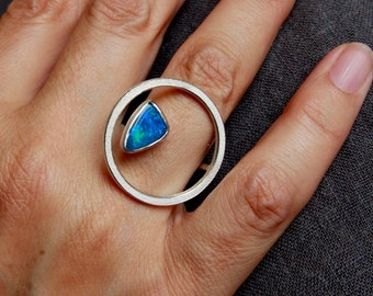 Ring O in silver with Opal