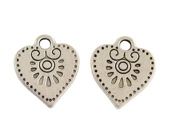 10 Fancy Heart Charm Pendants, Antique Silver Stamped  chs2125