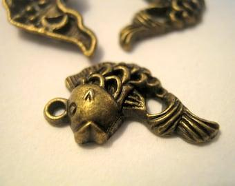 10 Fish Bronze Tone Charms, Jewelry Supplies, 20x21mm      (1165)