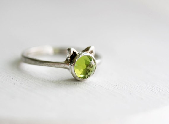 Green Cat Ring, Peridot and Sterling Silver Ring, MADE TO ORDER