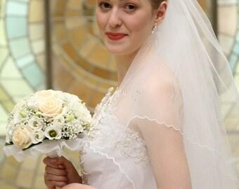 Cascade Fingertip Bridal Veil Pencil Rippled Edge Model Florence