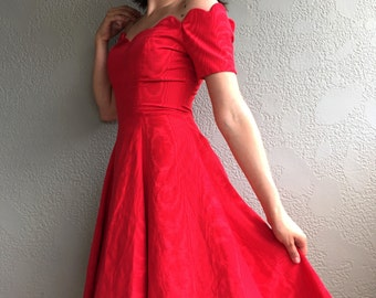 Vintage Red A Line Retro Cocktail Dress with Scalloped Sweetheart Neckline