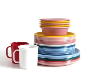 Rubbermaid Plastic Dishes Dinner Plate 3840 Luncheon Plates 3838 Mugs 3813 Bowls 3836 Mauve Pink Slate Light Blue White Red Green Melamine
