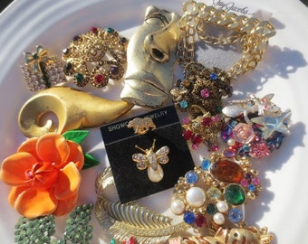 Brooch Lot Gold Multi Colored Rhinestones 17 Vintage Pins
