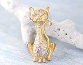 Little Stylized Cat Lapel Pin - Vintage Golden Kitten Brooch