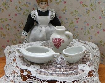 Larger size vintage dollhouse porcelain/ceramics