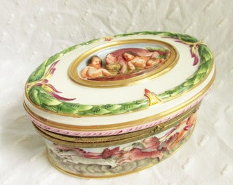 Large Antique Capodimonte Cherub Dresser Trinket Box 1900s
