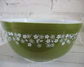 Vintage Pyrex Nesting Bowl - Daisy