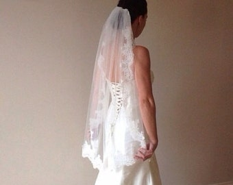 Lace wedding veil ivory lace veil fingertip lace veil, Paige