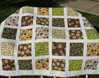 Christmas Poinsettias, Hollies, and Berries Quilt