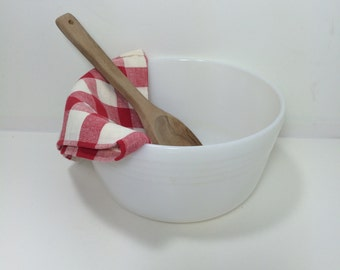Large White Mixing Bowl Pyrex Hamilton Beach Made in U.S.A.