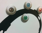 Eyeball Buttons | Magnets - Pins - Keychains
