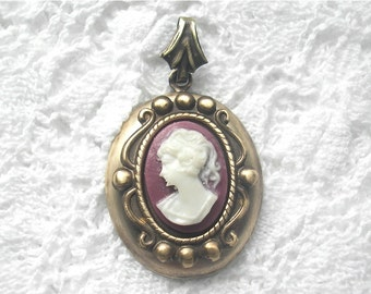 White on Carnelian Antiqued Brass Cameo Pendant - 14x10mm Oval