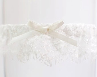 Delicate French Lace Toss Garter Delicate Lace Garter with Ivory Bow Modern Ivory Lace Garter Dainty lace garter Lace Bridal Garter Wedding