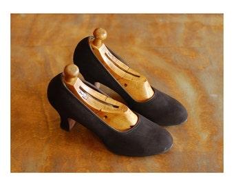 vintage 1940s shoes / 40s dark chocolate brown suede babydoll heels / size 7 A