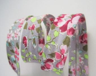3.25yds / 3m - 18mm floral bias binding - pink flowers on beige grey