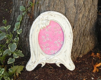 Shabby Chic 5 x 7 Oval Antique White Frame, Rustic Painted Picture Frame, Upcycled Picture Frame, Wedding Picture Frame