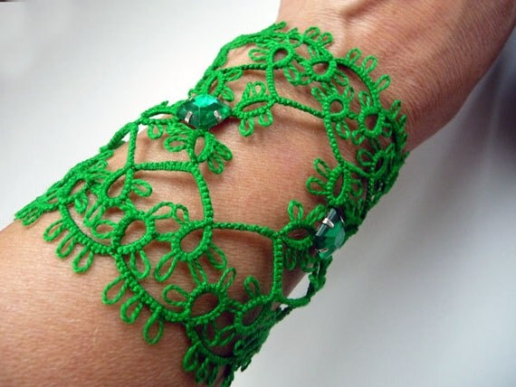"Tatting bracelet  "" Emerald"" -  Handcrafted jewelry green - gift  for her -  party cocktail - OOAK"