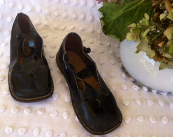 Vintage Victorian Little Girls Black Mary Jane Shoes - Antique Leather Footwear, Edwardian Accessory in Original Box for Tots, Girls Shoes