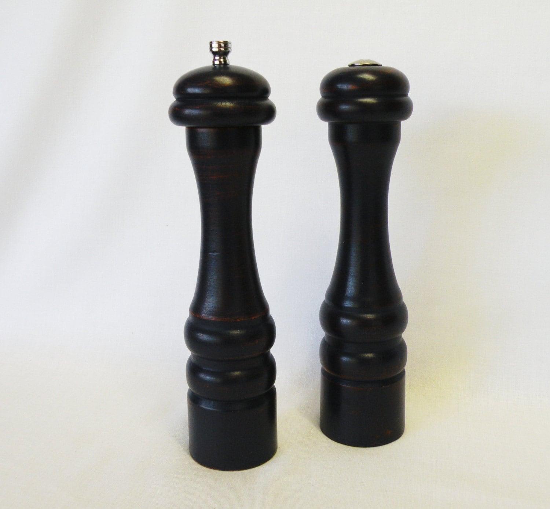 salt shaker and pepper mill grinder salt and pepper in wood. Black Bedroom Furniture Sets. Home Design Ideas