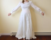 Vintage 1970s Ivory Bridal Lace Lined Sheer Applique Wedding Gown Dress with Train
