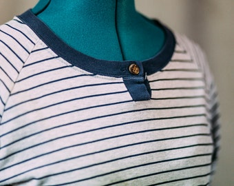 Women's vintage long sleeve shirt / stripes / navy and grey / small