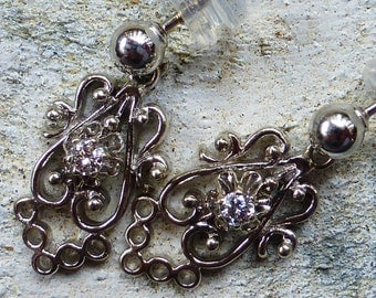Sparkly 1940s 14k Diamond filigree drop earrings