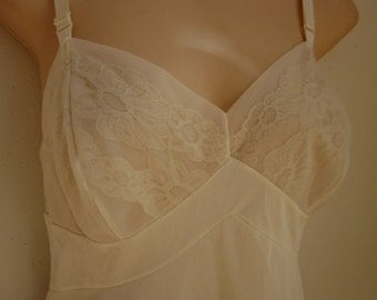 Vintage Full Slip ivory white nylon shadow lace Vanity Fair sexy lingerie 36