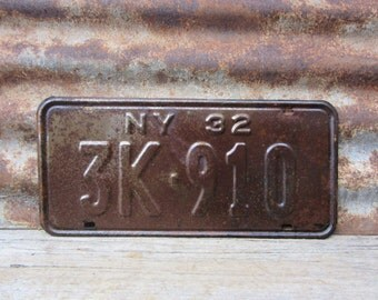 Antique License Plate  NEW YORK NY 1932 Rusty Rusted Vintage License Plate Industrial Metal Sign Distressed Aged Patina Car Auto Hot Rod