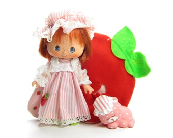 Sweet Sleeper Strawberry Shortcake Vintage Doll with Nightgown, Pet Custard Cat
