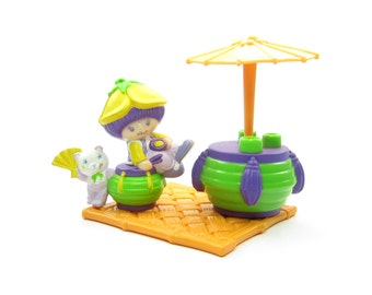Almond Tea and Marza Panda Having Tea Under a Parasol Strawberry Shortcake Deluxe Miniature Set