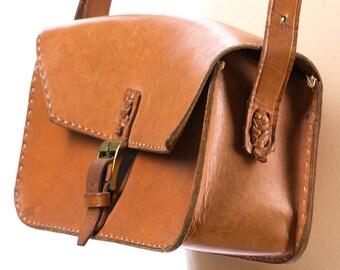 Satchel Bag Leather 70s Beige Medium Size Distressed Vintage Handmade Boho Saddle Bag Shoulder Hippie Hand Sewn Purse Handbag Festival Retro