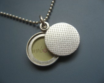 Minimalist modern locket, small sterling silver picture locket, design check pattern, diameter 14mm