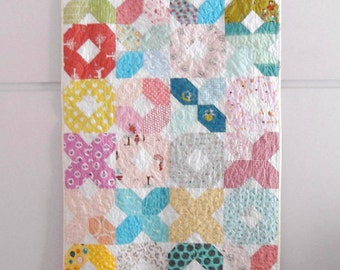 Modern patchwork XOXO baby crib size quilt multicolor, throw quilt, playmat, nursery decor, shower gift idea, Kids decor, made to order