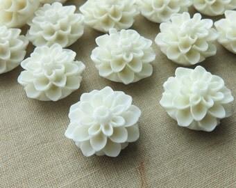 10 Pcs - 15mm Cream Chrysanthemum Flower Cabochons