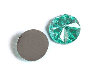 12mm Green faceted round resin cabochon - 12mm Acrylic rhinestone cabochon - Textured cabochons - 8 pieces (1534) - Flat rate shipping